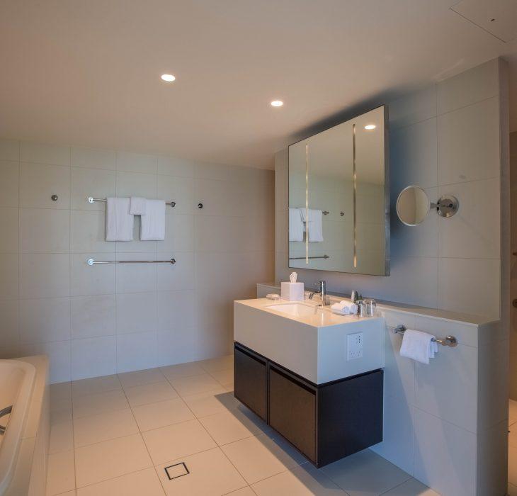 accessible-room-bathroom-1