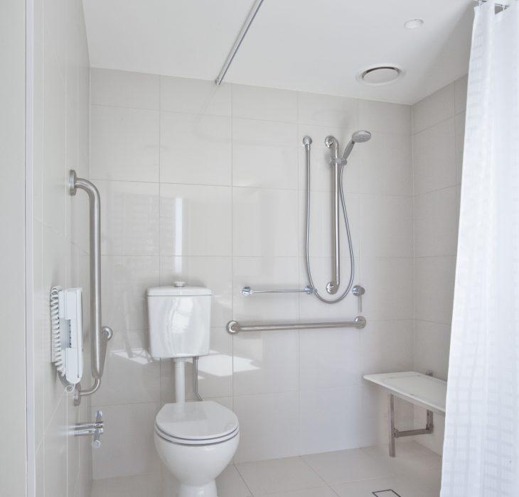 accessible-room-bathroom-2