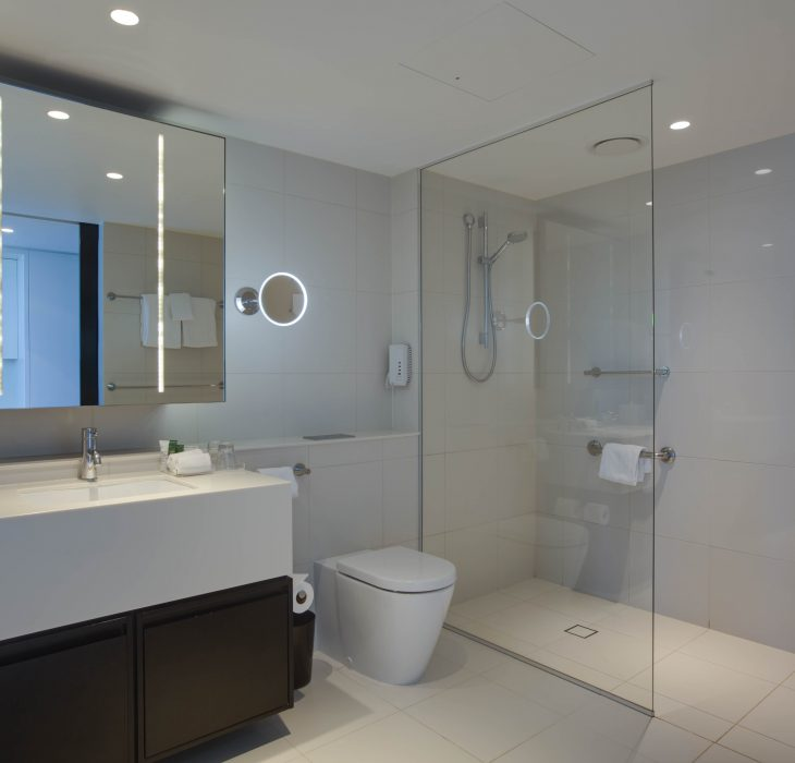 hilton-deluxe-bathroom-2