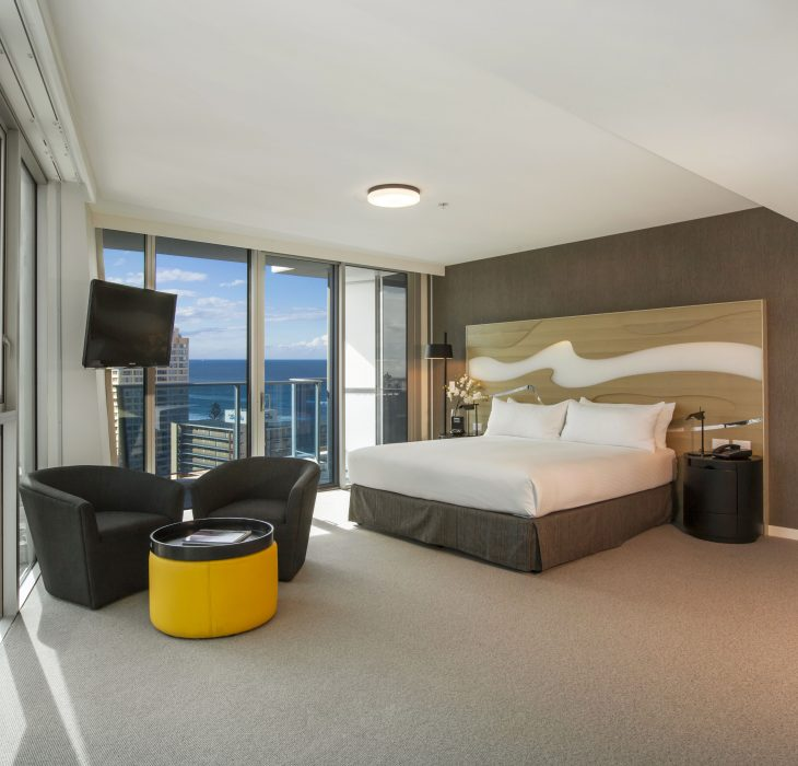 king-hilton-deluxe-room-1